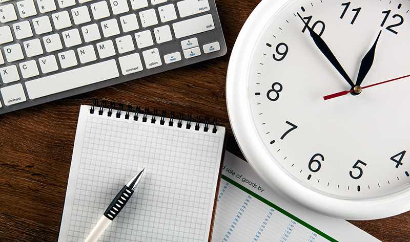 写真:商標出願を急ぐイメージ、時計