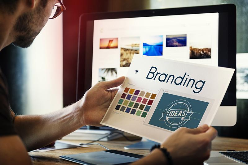 写真:商標を決めるブランディングのイメージ